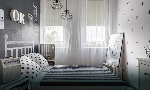 Rolety materiałowe, wolnowiszące do sypialni