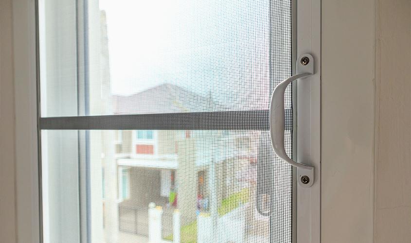 Jaką moskitierę drzwiową kupić