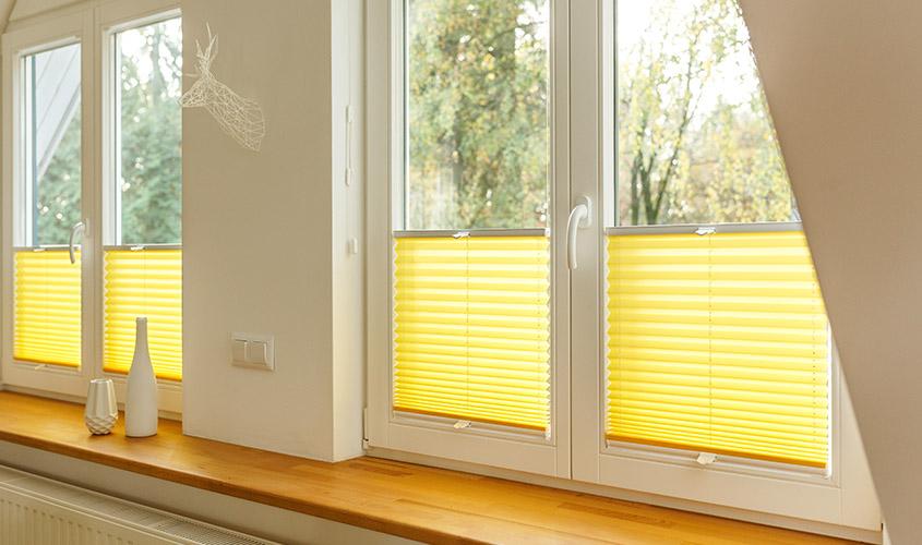 żółte plisy do salonu