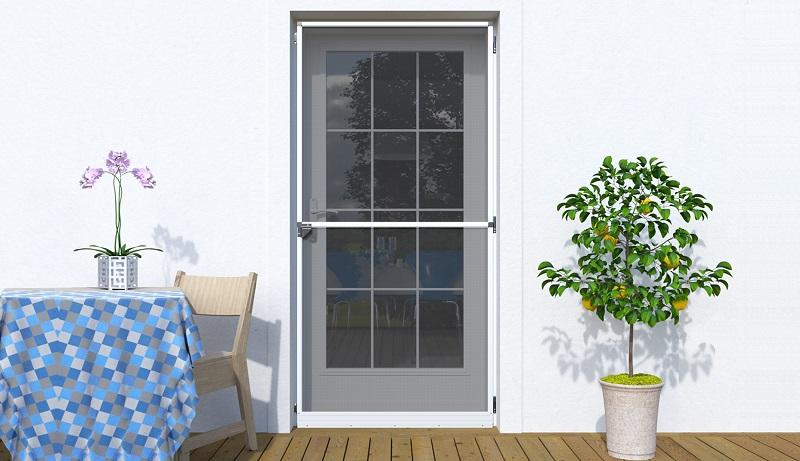Zalety moskitiery drzwiowej na zawiasach